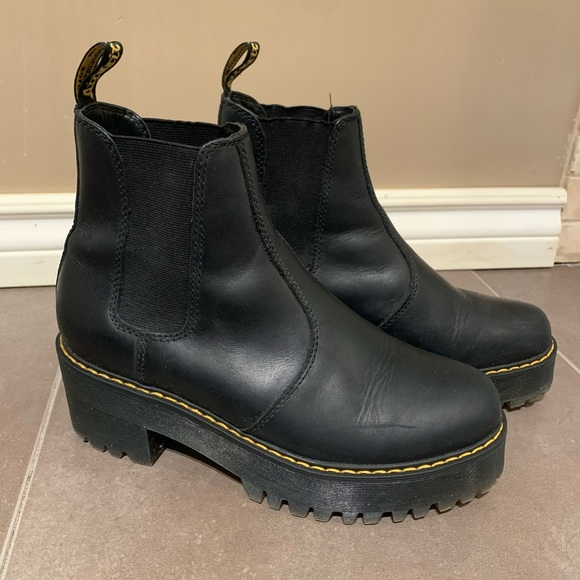Dr. Martens Rometty Chelsea Boot - size 9